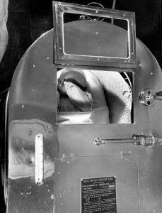 Asa arătau incubatoarele de acum 75 de ani