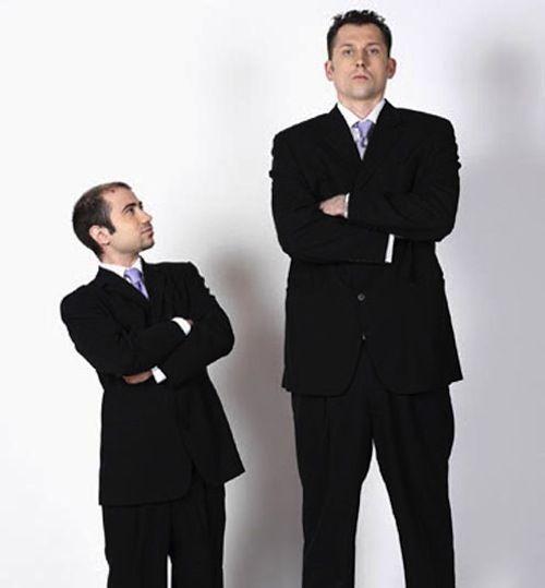 Cercetătorii au descoperit o legătură între înălțime și longevitate. Află care persoane trăiesc mai mult, cele scunde sau cele înalte