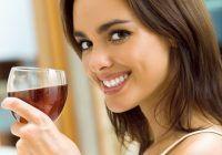 Uită tot ce știai, vinul roșu te poate ajuta să ai un zâmbet strălucitor