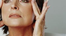 VIDEO Asa scapi de riduri si iti intinzi pielea, cu Yoga faciala