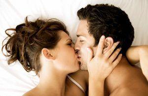 Boala gravă de sezon care se transmite prin sărut și atacă ficatul