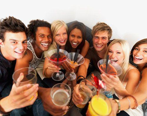 Tinerii nu prea tin cont de protejarea danturii atunci când consumă băuturi şi alimente acide