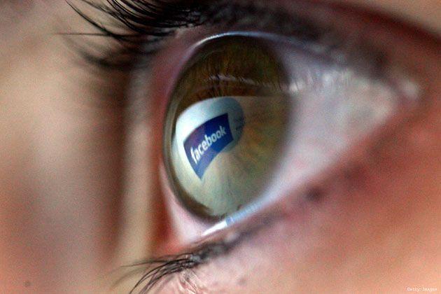 Facebook, una dintre cele mai mari dependenţe în rândul adolescenţilor