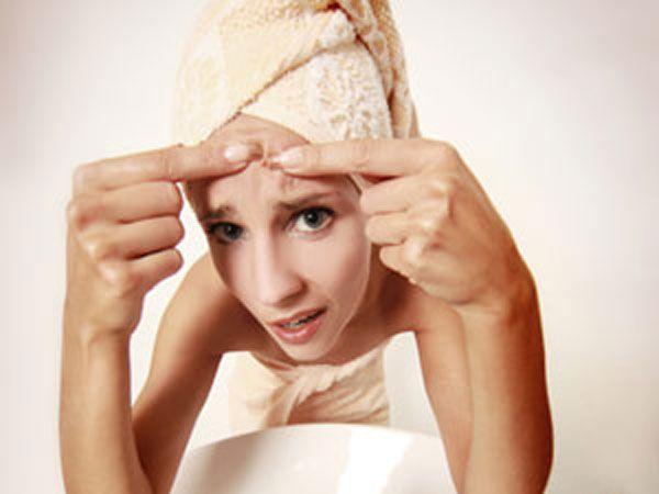 Un ingredient din salate vindecă acneea mai bine ca orice loțiune
