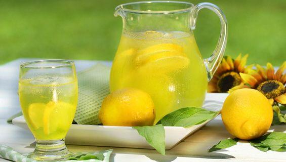 10 probleme de sănătate pe care apa cu lămâie le rezolvă mai bine decât orice medicament