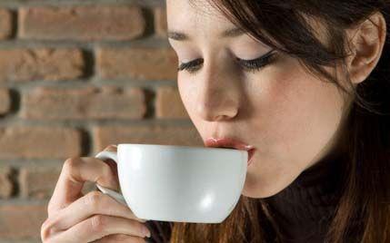 O băutură populară menține colonul sănătos și previne bolile de ficat. Iată și alte motive să o consumați zilnic