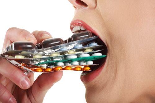 """Riscurile medicamentelor  luate """"după ureche"""":  de la intoxicații  la afectarea organelor  interne"""