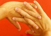 Ce se întâmplă dacă îți trosnești degetele și gâtul