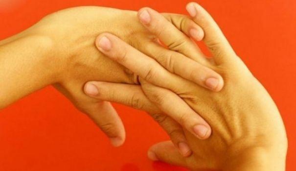 Uite ce poti pati daca iti trosnesti degetele