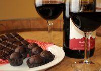 Efect miraculos. Ce se întâmplă dacă mănânci ciocolată și bei vin roșu?