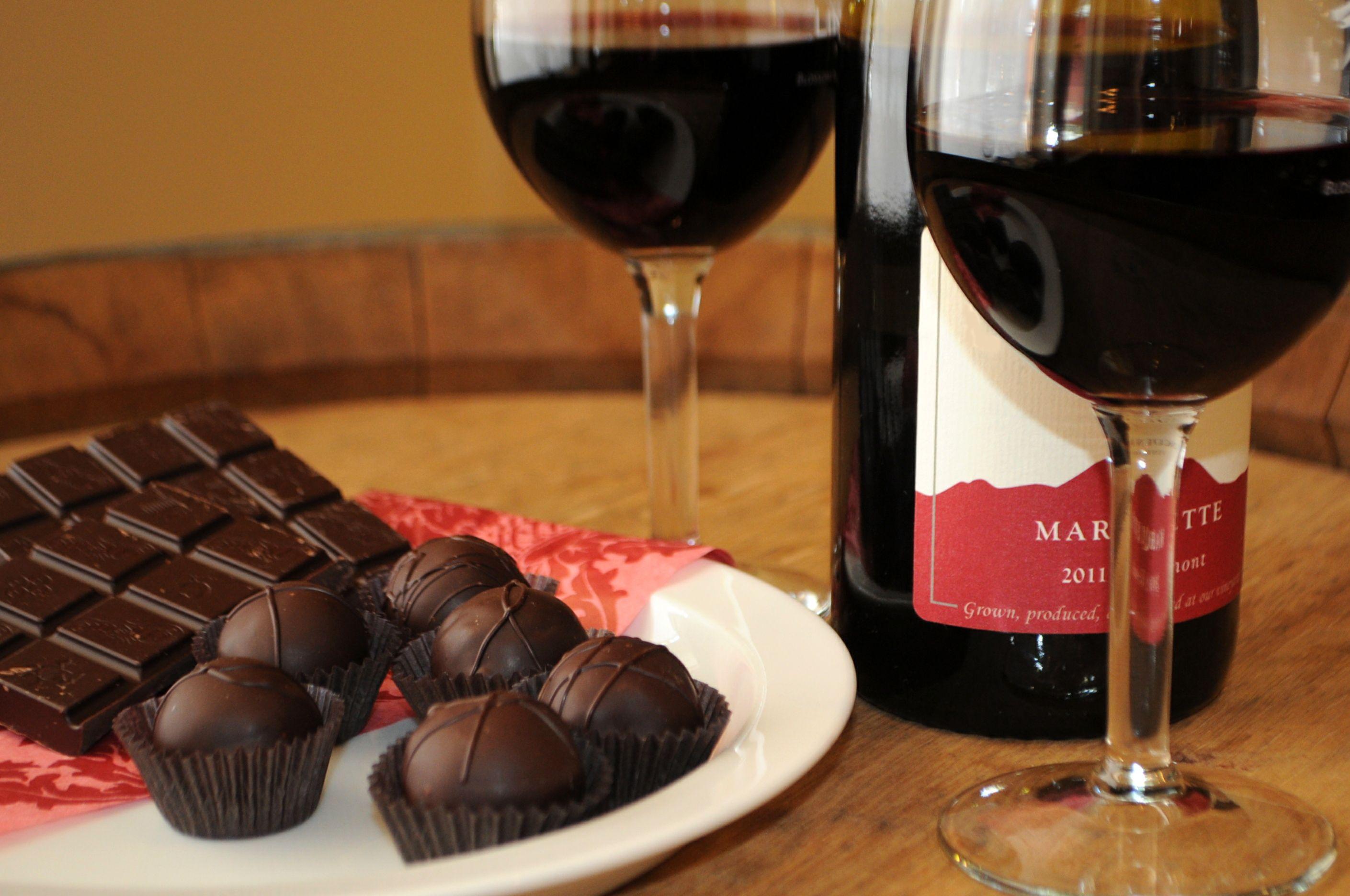Ce minuni pot face nucile, ciocolata și vinul pentru sănătate?