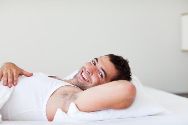 Explicația specialiștilor: de ce au bărbații erecție dimineața?
