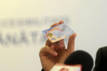 Astăzi începe distribuirea cardurilor de sănătate. La cine vor ajunge primele carduri?