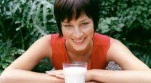 Adevărul despre lapte. Ce se întâmplă dacă bei mai mult de trei pahare pe zi?