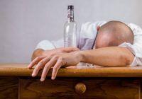 Unii spun că dacă bei bere înainte de tărie scapi de mahmureală! Aşa să fie?