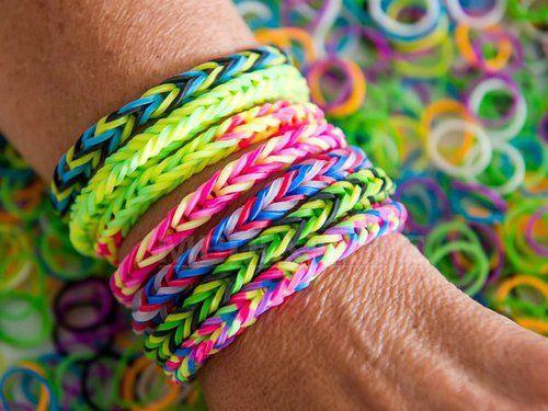 Ce boală gravă îi paște pe cei care poartă brățările Rainbow Loom. 20 de milioane au fost deja confiscate