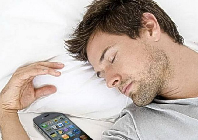 Ce se întâmplă dacă folosești telefonul pe post de alarmă?