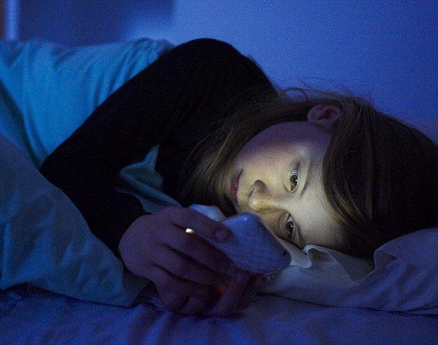 Ce se întâmplă dacă îți ții telefonul la încărcat, în dormitor?