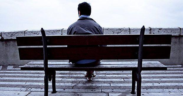 Singurătatea, la fel de periculoasă ca fumatul