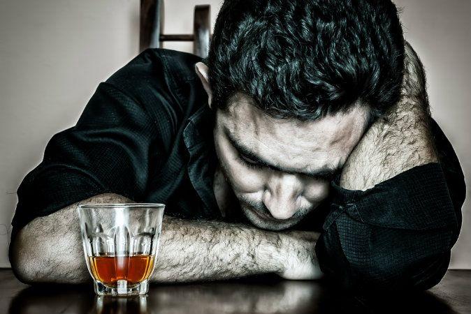 Șase boli grave pe care le poți face de la abuzul de alcool
