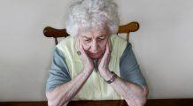 Bătrânii, uitați la marginea societății