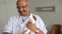 Premiera medicala în România. Mâna unui copil încă nenăscut, salvată printr-o intervenție cu laser în uterul mamei