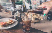 Neașteptat. Ce se întâmplă cu grăsimea de pe abdomen când bei sucuri dietetice?