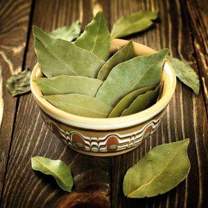 Cinci boli pe care le puteți trata cu frunze de dafin