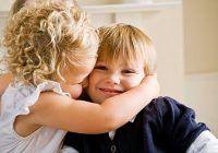 Senzaţiile tactile din copilăriei ne rămân întipărite pentru tot restul vieţii.  Acest gest aparent banal  ne sporeşte încrederea în noi şi ne vindecă