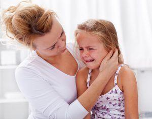 Copilul tău  nu suflă nasul?  Poate face otită!