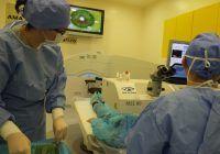 PRK este o metodă de corectare a dioptriilor cu ajutorul laserului cu excimeri. Tehnica se bazează pe proprietatea epiteliului cornean (primul strat al corneei) de a se regenera și constă în îndepărtarea parțială a acestui strat. Ulterior, corneea se remodelează cu ajutorul laserului, astfel obținându-se corectarea dioptriilor.