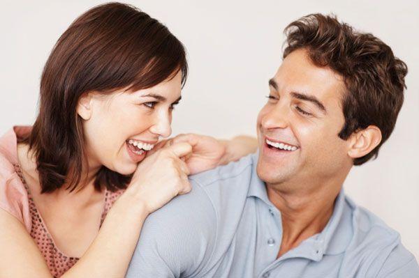 Râsul – medicament natural și gratuit. Ce beneficii obținem dacă râdem mai mult
