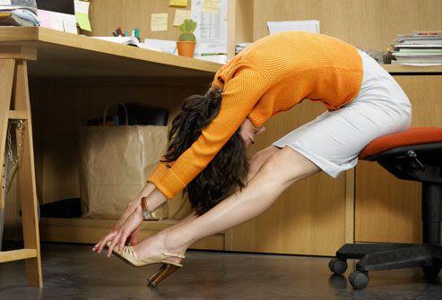 Stai toată ziua la birou? Exerciții pe care poți să le faci fără să te ridic de pe scaun
