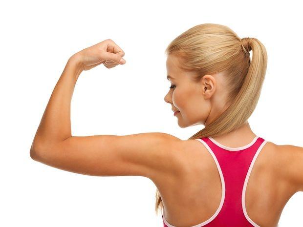 Cum să ai braţe tonifiate fără greutăţi