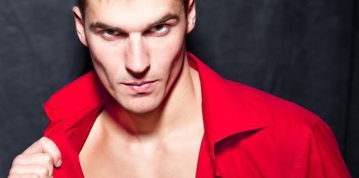 Alertă roșie! Cum sunt percepuți bărbații îmbrăcați în roșu