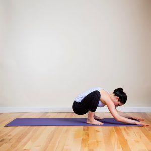 Fă aceste exerciţii de yoga ca să ajuţi digestia după o masă copioasă