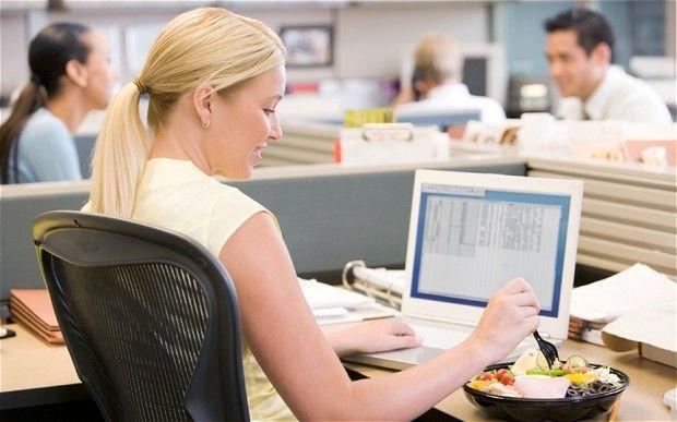 Ce și cum să mănânci la birou ca să nu te îngrași