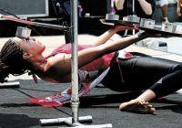 Este dansatoare de limbo și deține un record mondial. La ce pericole își expune sănătatea
