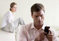Infidelitatea începe pe Facebook. De ce înșală femeile și bărbații?