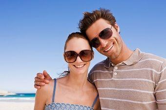 Pericolele de pe plajă pentru ochi și cum trebuie să te protejezi