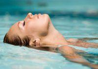 Otită de la apa mării, din ștranduri și piscine. Cum se manifestă și cum o tratați
