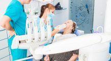 Bătrânii fără posibilități vor beneficia de tratamente stomatologice gratuite