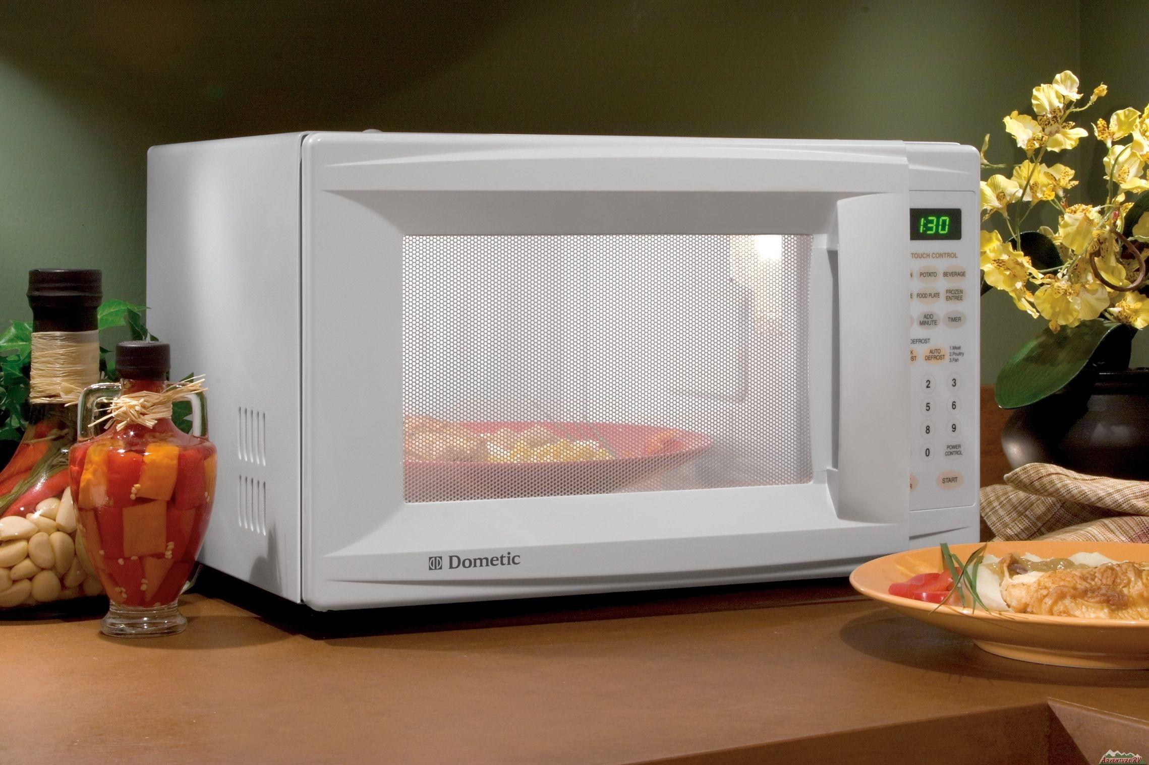 Uite ce boală poți să faci dacă îți încălzești mâncarea la cuptorul cu microunde