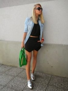 denim-shirt-cropped-top-mini-skirt-oxford-shoes-tote-bag-sunglasses-large-3389