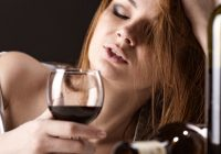 Incidența femeilor consumatoare de alcool a crescut. Iată motivul