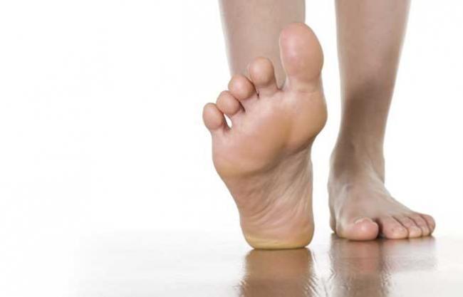 Furnicături și disconfort în picioare, primele semne ale acestei boli care-ți schimbă viața