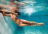 Sculptează-ți abdomenul chiar la piscină. VIDEO