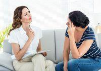 Când este cazul să consultăm un psiholog sau psihiatru și care este diferența între acești specialiști?