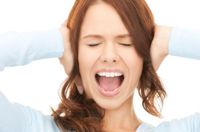 De ce se înfundă urechile?