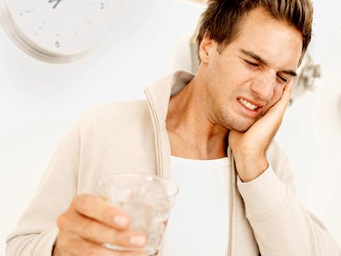 De ce te dor dinții când consumi alimente sau băuturi reci?